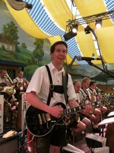 Michi Medele, geb: 22.07.1971 Gitarre, Gesang. Durchbruch zu den MM im Jahr 2010. Beruf: Prüfingenieur, Kfz-Sachverständiger. Motto: Gute Musik und nette Leut .. Hobby: VW Käfer ...  Besonderheiten: Senkt das Durchschittsalter der Band auf 59 2/3 Jahre ....